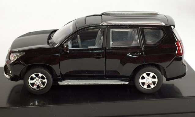 Модель металлическая Toyota Land Cruiser 1:32 звук+свет L005/L006 Китай